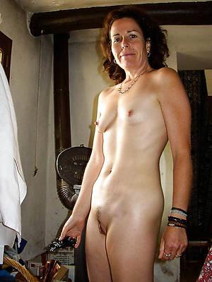 hot downcast mature tiny tits photos