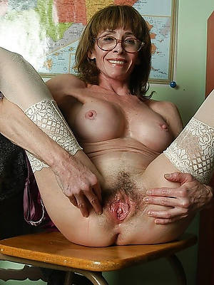 petite mature pussy spread stripped pics