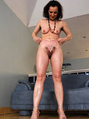naked pics of sexy grown up cameltoe pussy
