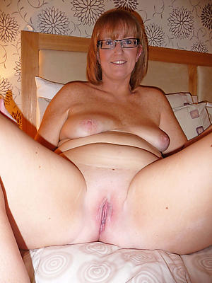 naught mature shaved pussy