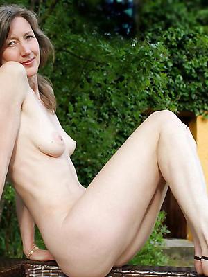 super-sexy starved mature undress column