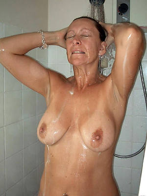 free hd mature women in shower nude pictures