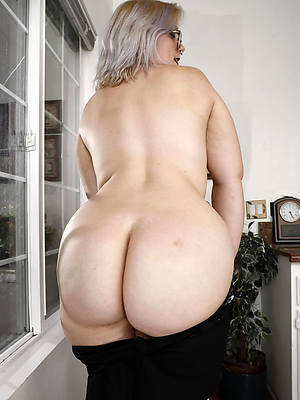 petite minimal fat booty mature