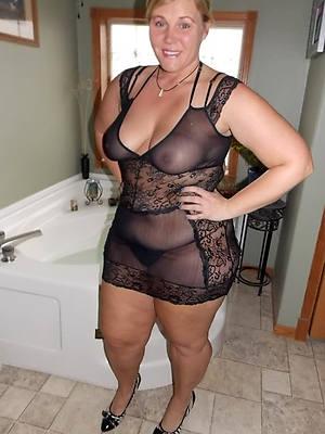 amateur mature in lingerie pics
