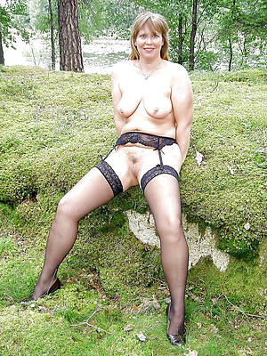 easy pics of mature outdoor pussy