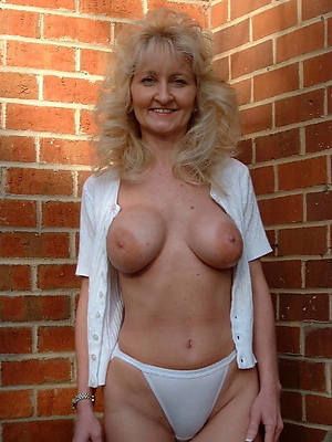 naked pics for mature moms in panties
