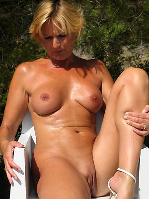 wet mature shaved cunt homemade pics
