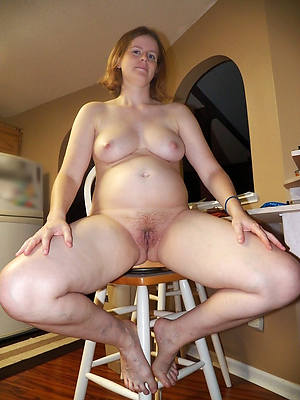 horney of age wife displaying her pussy