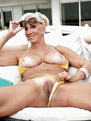 hot mature women bikinis pics