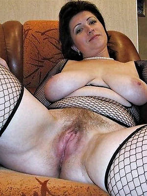 elegant sexy unshaved mature pussy pic