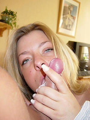 mature mom gives handjob pictures
