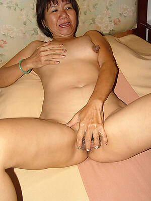 mature filipinas displaying her pussy