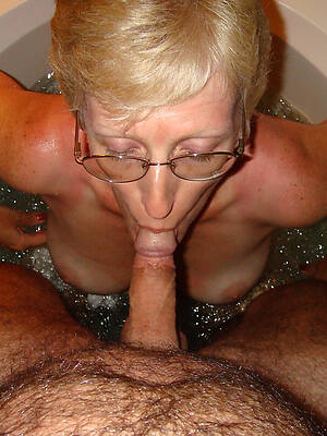 old nude mature women in glasses sex pics