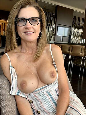 easy pics of mature single moms