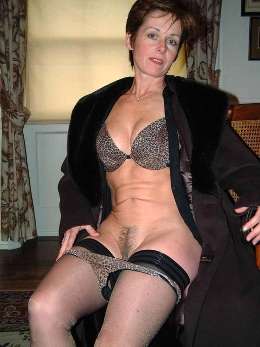 Brunnette mature naked