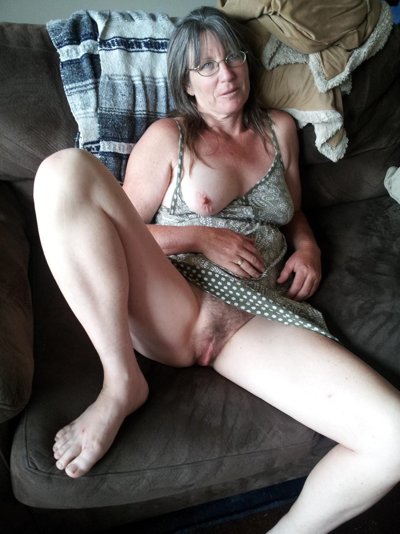 Mature Women Fingering Herself