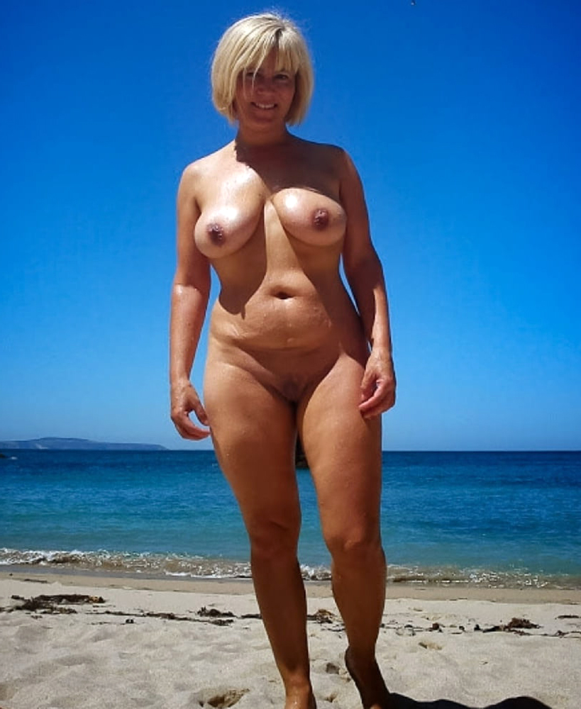Mature nude busty blonde Venus Amateur