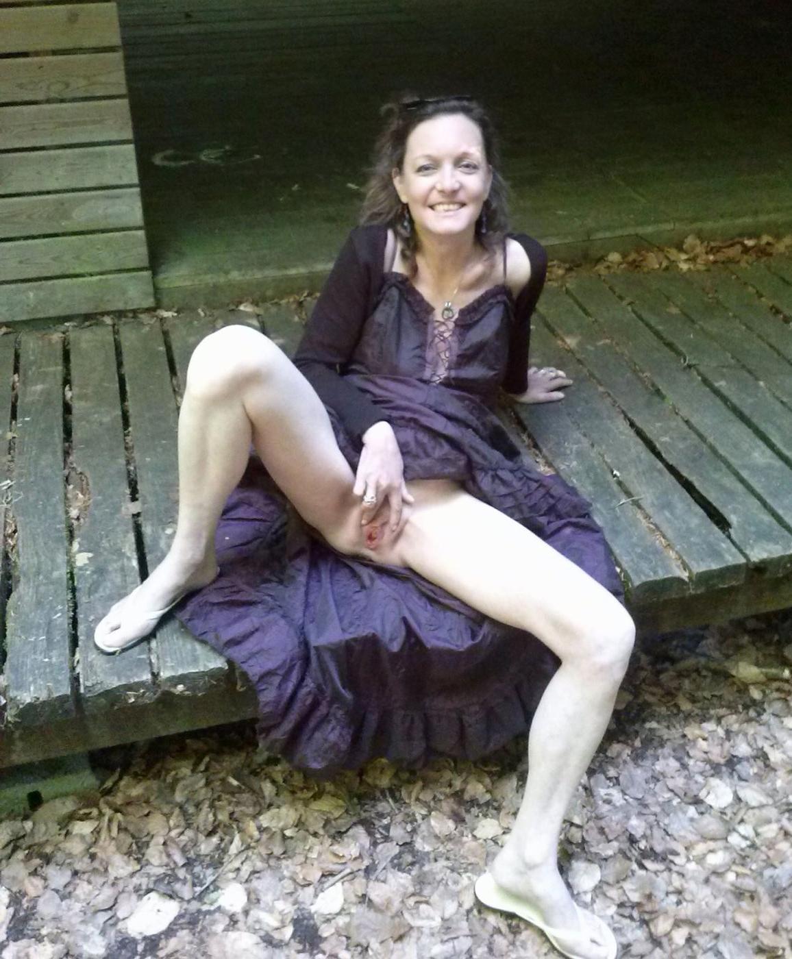 Upskirt No Panties Twerking