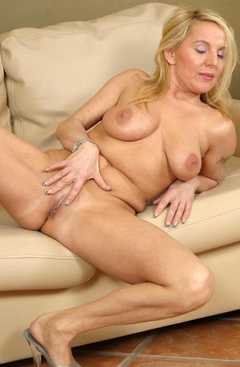Hot Mature Blonde Pics
