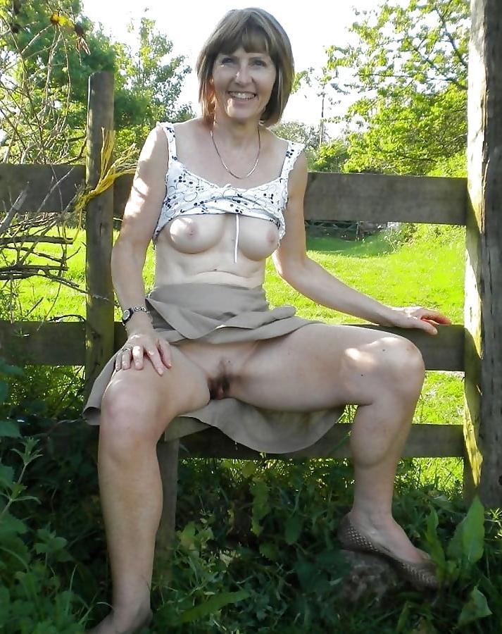 Girl Upskirt No Panties