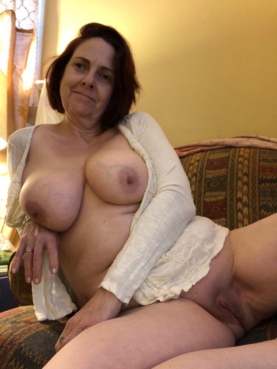 Brunette Mom - Mr Big amatuer mature brunette mom porn pics - MatureHomemadePorn.com