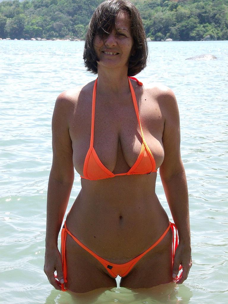 Mature bikini porn