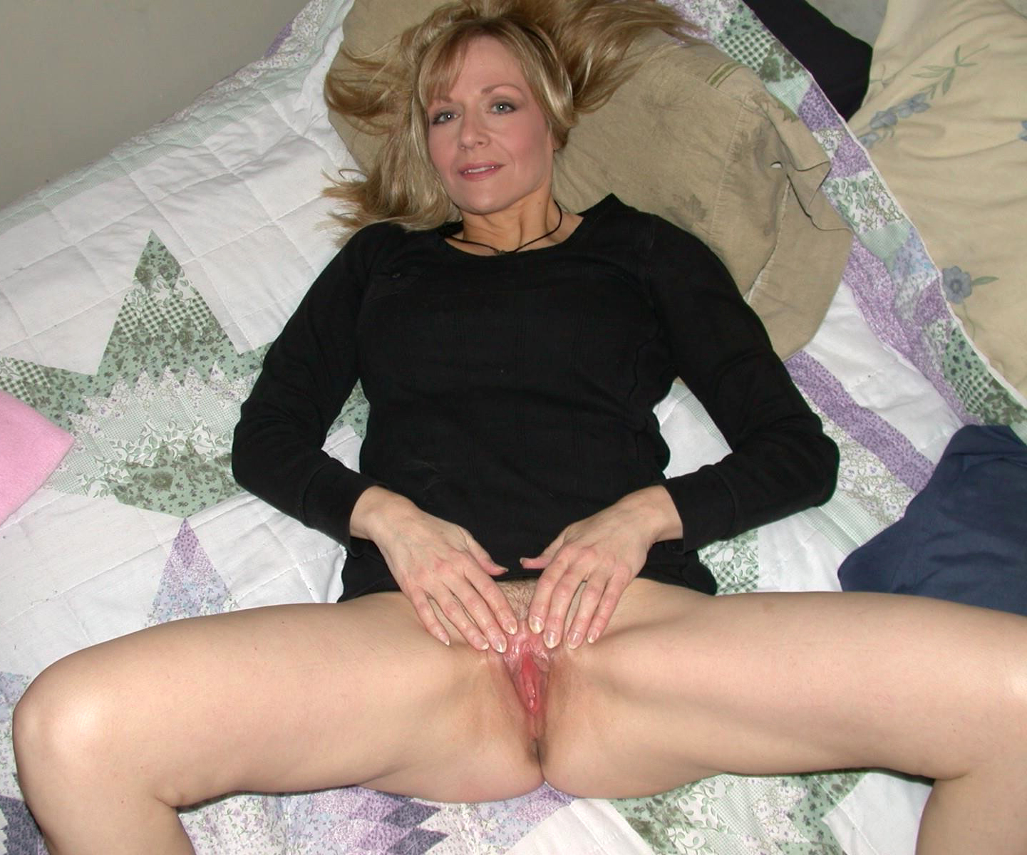 Super Sexy Mature Moms Masturbating Pics