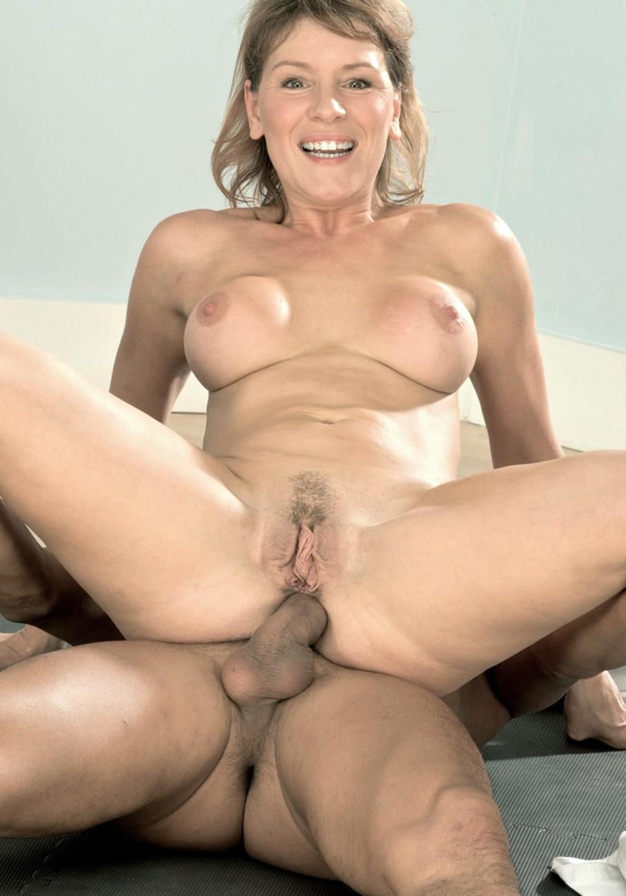 Amateur Mature Mom Threesome