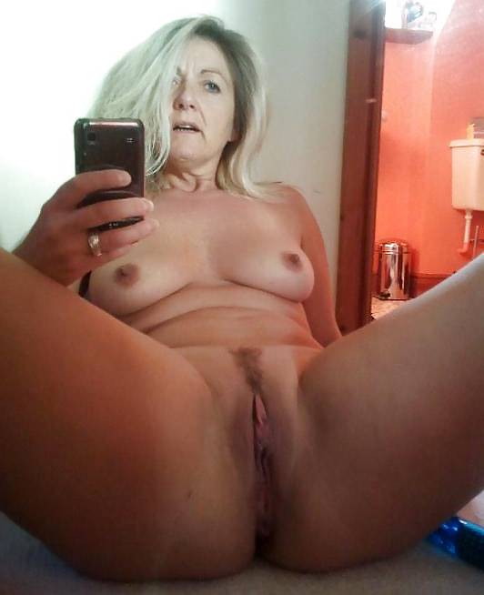 selfie pussy milf