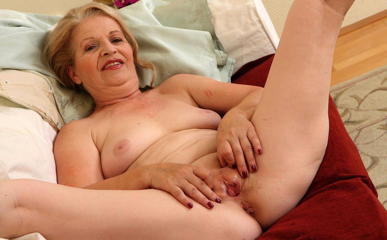 Mature brunette granny 03