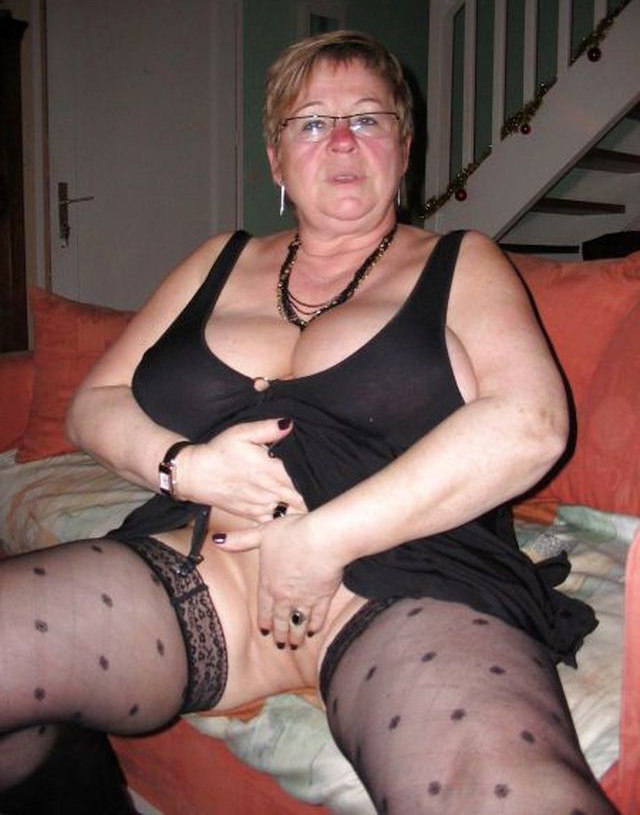Ebony Upskirt No Panties