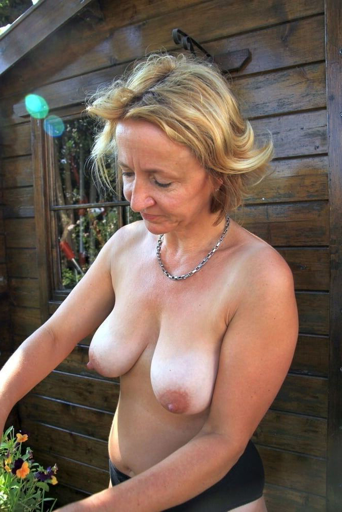 Real nude women pictures of Category:Nude sunbathing